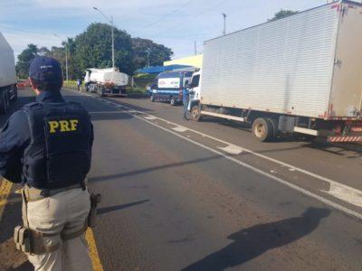 Ação da PRF e Sest Senat mobiliza operação para auxiliar caminhoneiros