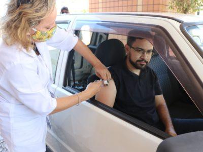 1º dia do drive thru de Vacinação no Marília Shopping aplica 226 doses