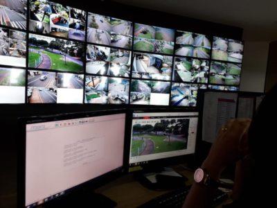Central de vídeo e viatura auxiliam na fiscalização do comércio na região