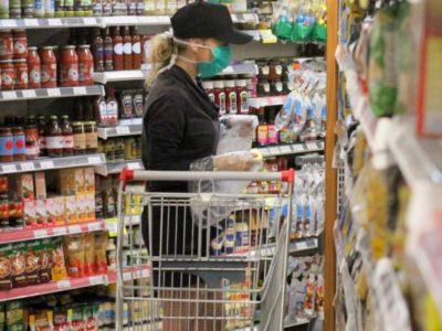 Pesquisa revela que 90% dos supermercados devem manter ou contratar funcionários