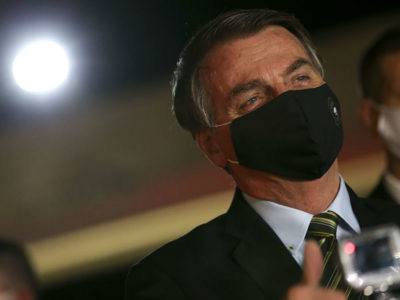 Bolsonaro veta auxílio emergencial a agricultor familiar e caminhoneiro