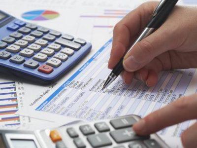 Fatia de famílias endividadas sobe a 67,1% e bate recorde em junho, afirma CNC