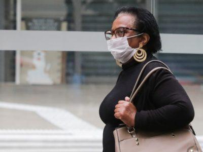 OMS recomenda que máscara caseira tenha três camadas