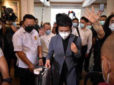 Jornalista filipina Maria Ressa é  condenada por difamação online