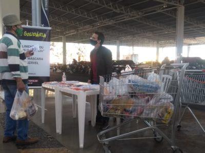 Ação 'Troca Solidária' arrecada produtos e alimentos para famílias carentes