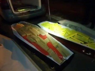 Traficante esconde 300 kg de maconha em falsos caixões com vítimas da covid-19
