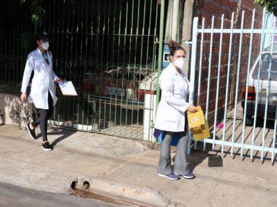 Estratégia Casa a Casa vacina 664 pessoas e aplica 56 testes para a Covid-19