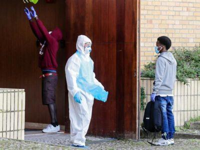 Restrições deixam imigrantes em limbo jurídico