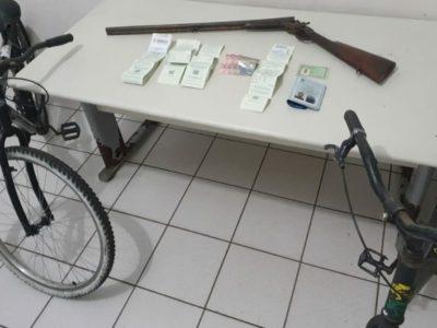 Dupla é liberada após confessar assalto em um supermercado na zona Oeste