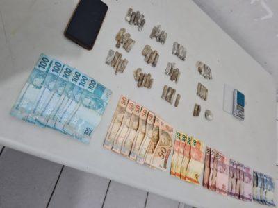 PM prende homem com 58 porções de maconha e R$ 1,1 mil em dinheiro