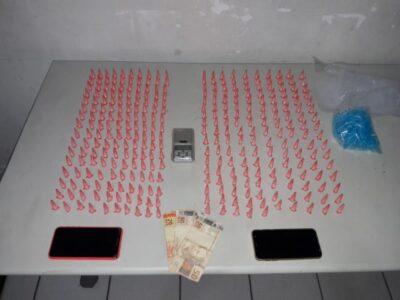 Motociclista é preso com 326 pinos com cocaína na zona Sul