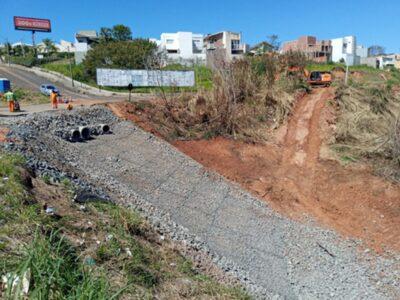 Reparo de erosão na SP 294 em Marília segue em ritmo acelerado