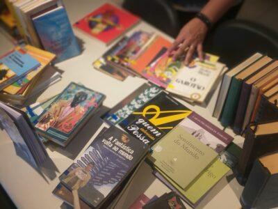 Projeto Mulheres do Bronks 360° recebe doações de livros da Biblioteca