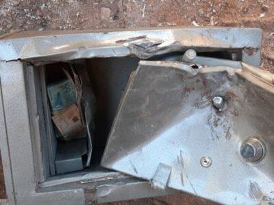 Catadores acham mais de R$ 35 mil em cofre deixado pela Polícia Civil