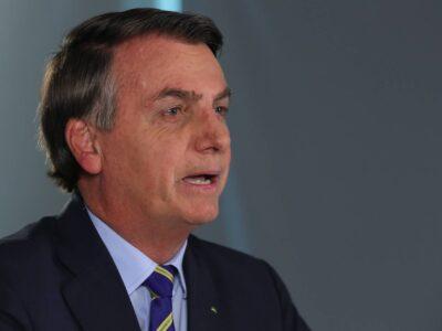 Bolsonaro visita municípios produtores de soja no MT afetado por queimadas