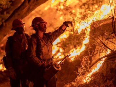Mortes aumentam na Costa Oeste e incêndios viram tema de campanha