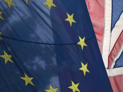 Barnier acusa Reino Unido de não se engajar em negociação por Brexit