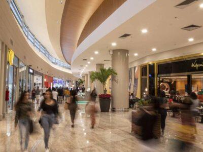 Lojistas pedem à associação de shoppings para continuarem com horário reduzido