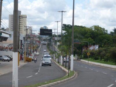 Jovem de 23 anos é presa por embriaguez ao volante em Marília.