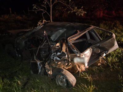 Casal sai praticamente ileso de acidente que destruiu carro em Herculândia