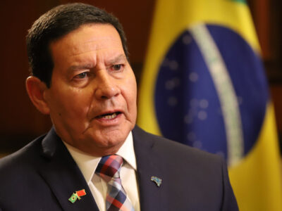 Mourão nega atrito com Bolsonaro por vacina: 'decisão final é do presidente'