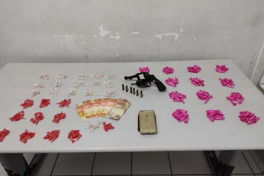 Apreensões de drogas e armas  marcam início da semana em Marília