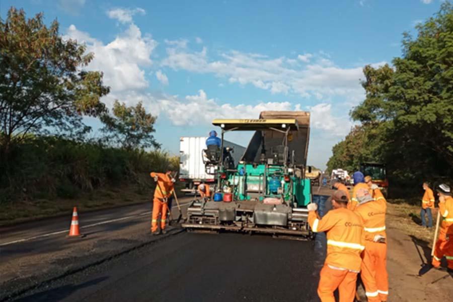 Recuperação do asfalto na SP-425  requer cuidado dos motoristas na região