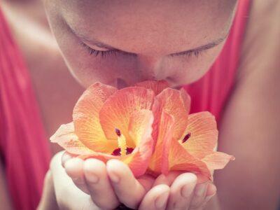 Como funciona a reabilitação para a perda de olfato