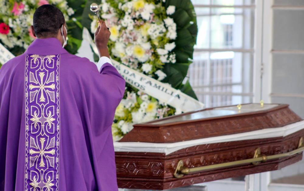 Vítima da covid-19, padre José Carlos Rodrigues, é sepultado em Marília