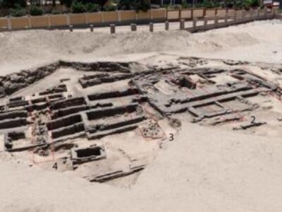 Arqueólogos descobrem fábrica de cerveja de 5 mil anos no Egito