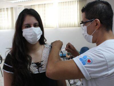 Santa Casa de Marília aplica 1ª dose da Coronavac em 1.170 funcionários, corpo clínico e residentes