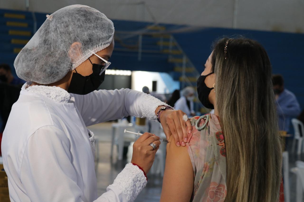 Saúde realiza mais uma ação de vacinação para adolescentes e jovens de 12 a 24 anos nesta terça-feira