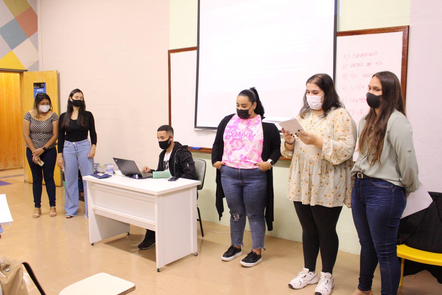 Acadêmicos da Unimar aprendem Direito analisando músicas sertanejas