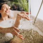 Banheira ou Ducha: Quem vence esse duelo na hora de economizar água?