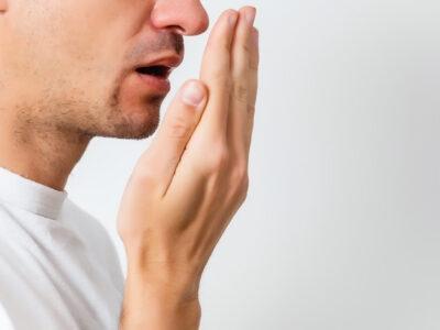 Hospital Paulista explica como agir contra o mau hálito que pode até levar à depressão